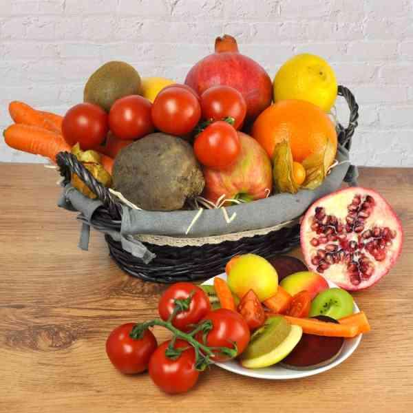 Detoxkorb vom Feinsten Ein Geschenkkorb mit allem was man für Detox braucht - Rote Beete und Granatapfel gehören selbstverständlich dazu